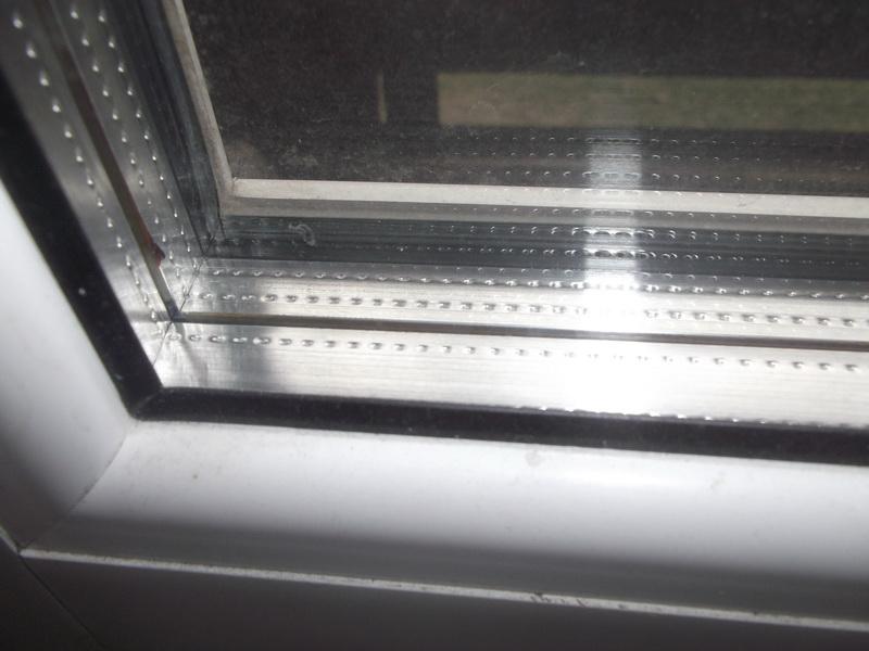 Межстекольное пространство в пластиковом окне