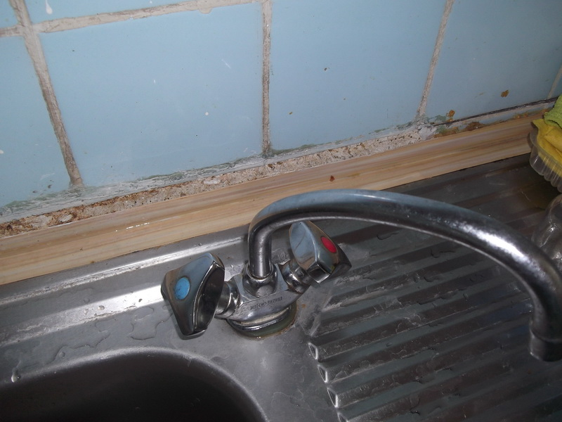 Двухвентильный смеситель на кухне